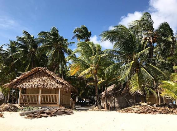 Cabaña con piso de arena con vista al Ma