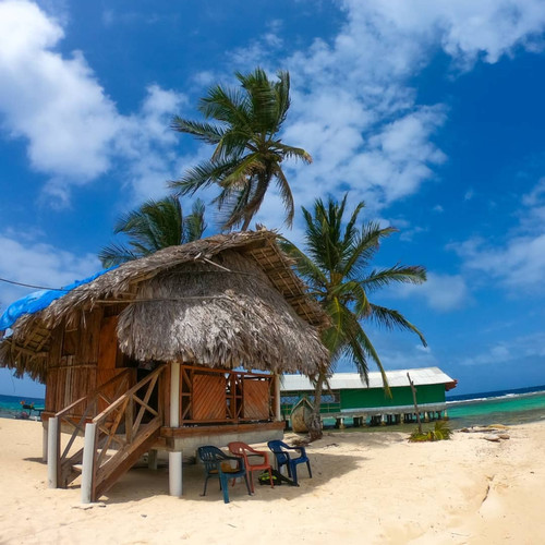 Cabaña Frente al Mar con Piso de Madera