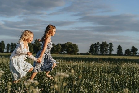 Sixteen Fun Outdoor Activities to do at Home with Children