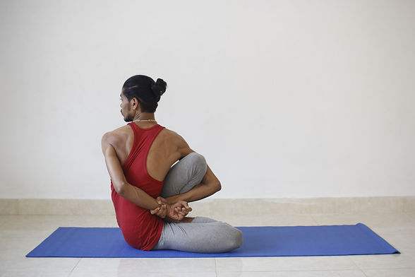 yoga-2252900_1920.jpg