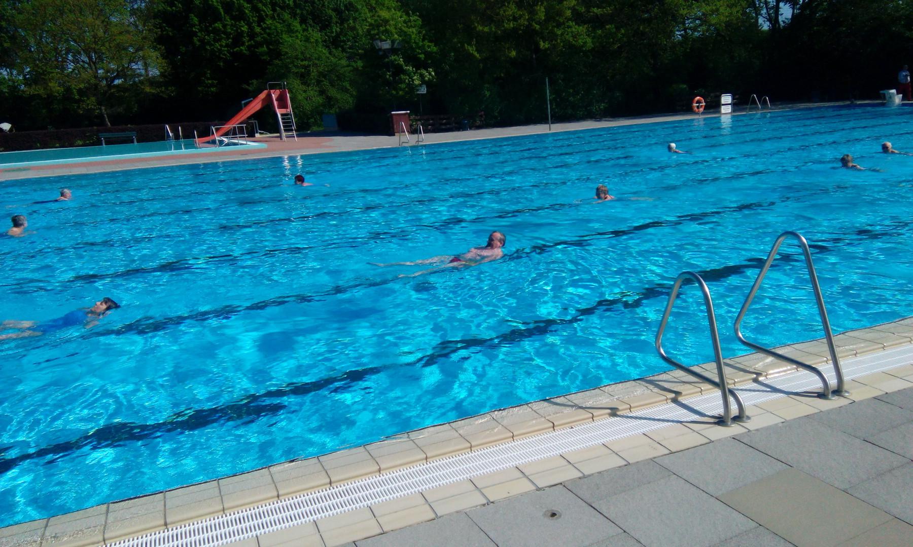 50-Meter-Becken und Nichtschwimmerbecken