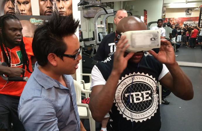 Floyd Mayweather experiencing VR.