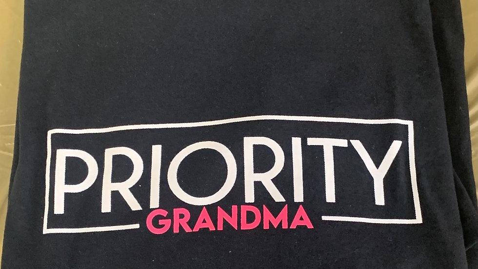 PRIORITY T-Shirt : Grandma