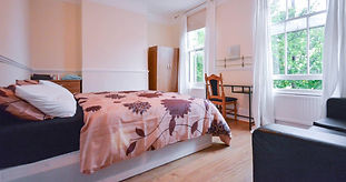 Double room 5: large room with double bed, wardrobe and chest of drawers. wardrobe and chest of drawers.