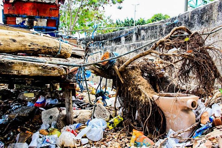Lixo jogado as margens do RIo Ceara_Foto