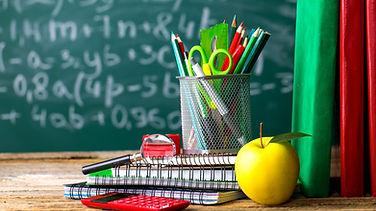 School%20supplies%20on%20the%20backgroun