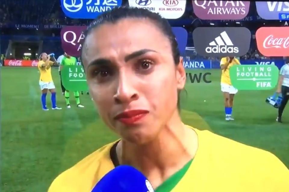 Marta se emociona ao final da partida contra a França. ( Foto: Reprodução)