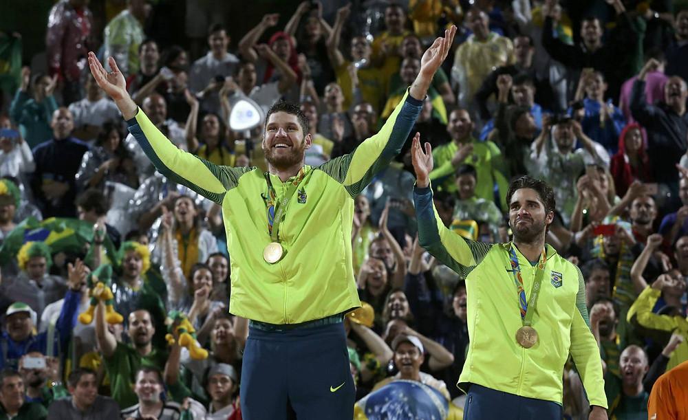 Alison e Bruno medalhistas de ouro no Rio Foto: ADREES LATIF (REUTERS)