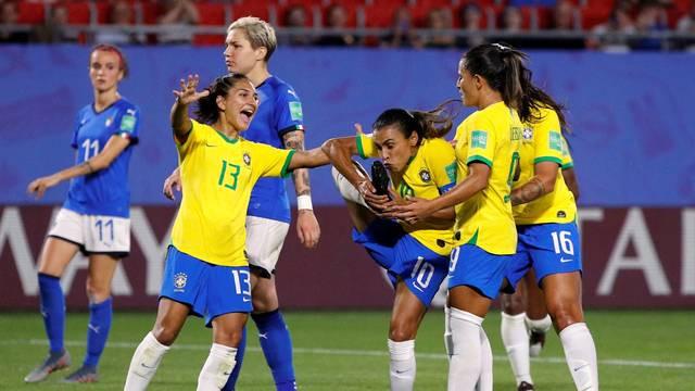 Gol Marta Itália x Brasil (Foto: Reuters)