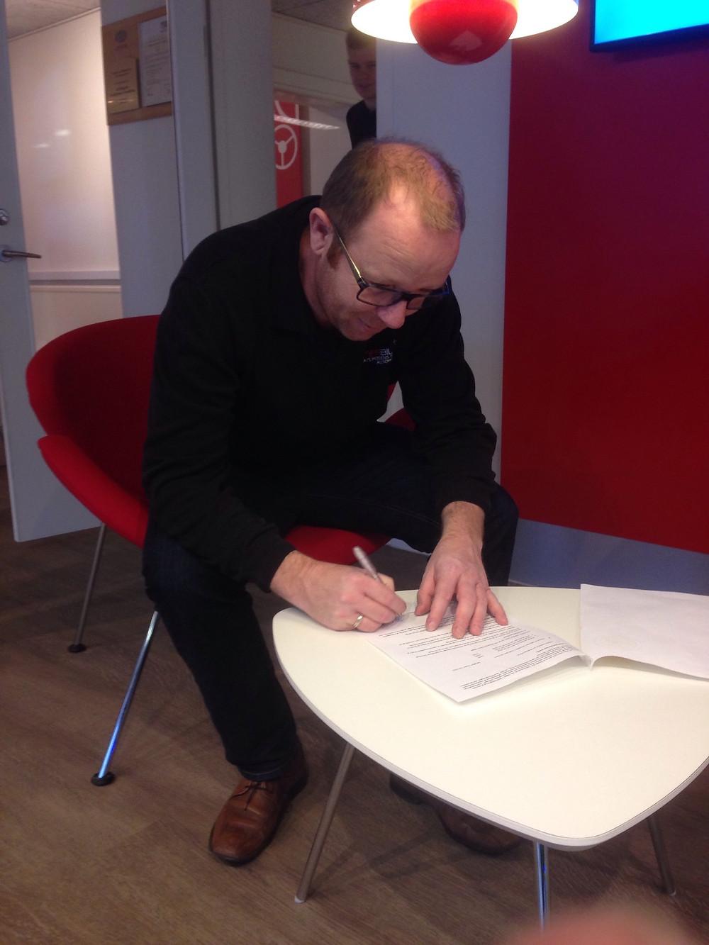 Den treårige aftale underskrives
