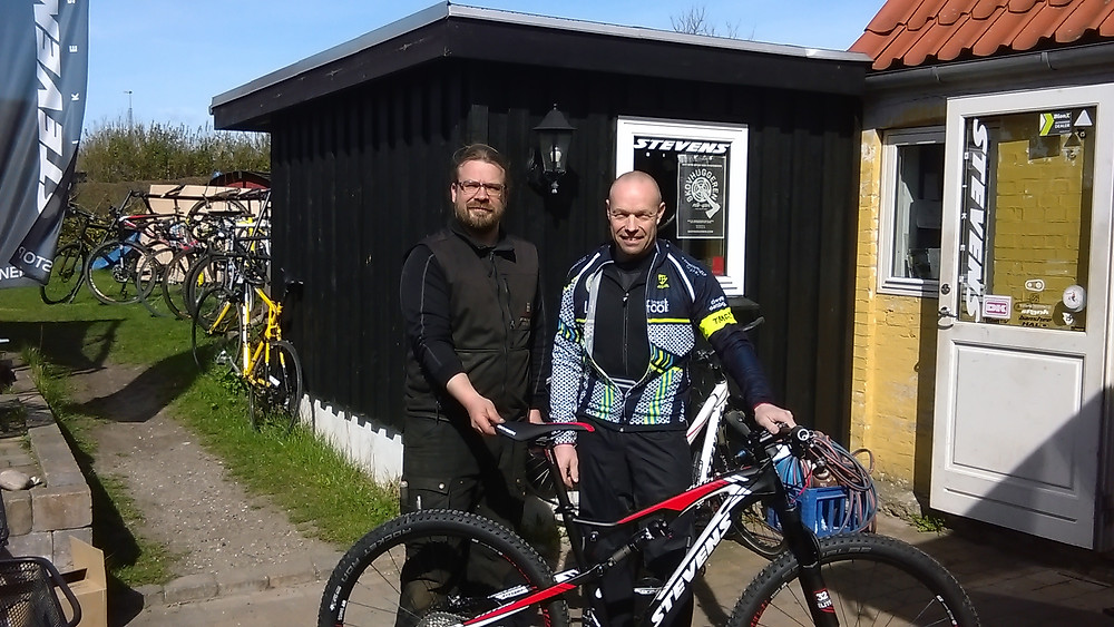 Jakob Werner og en glad køber