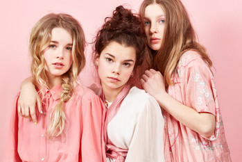 Les filles en rose15976_Final_RGB.jpg