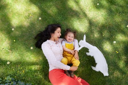 Kabrita_Arabic_mother_child-on-ground_go