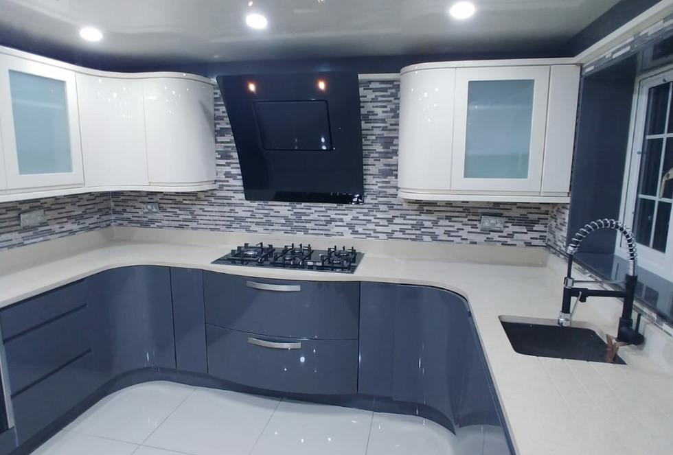 High Gloss Contrast Kitchen2.jpg