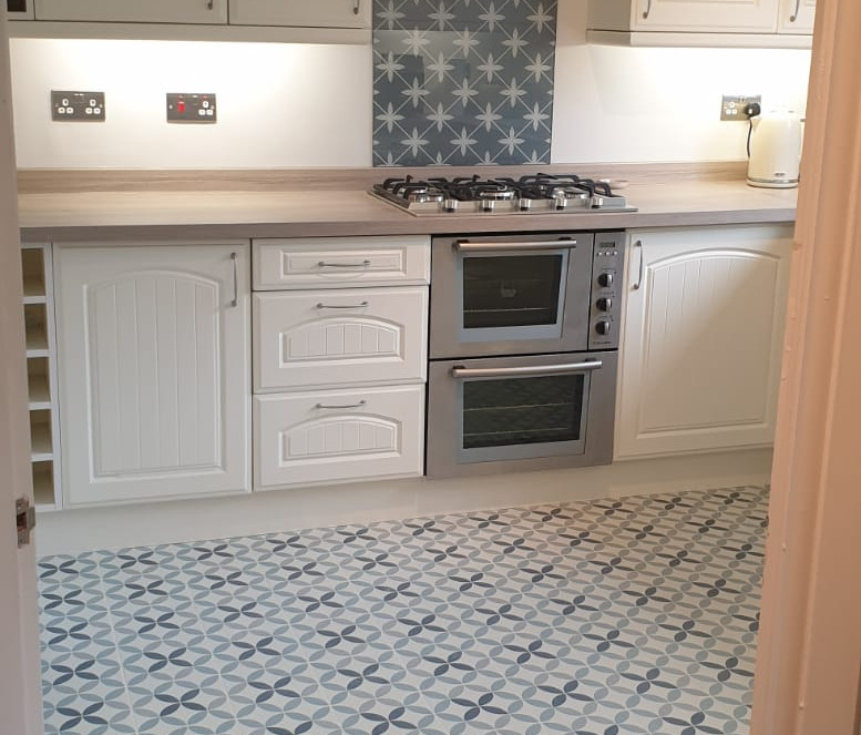 Traditional Kitchen with tiling