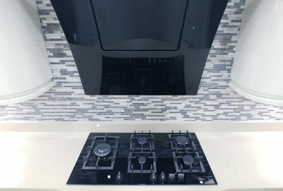 High Gloss Contrast Kitchen3.jpg