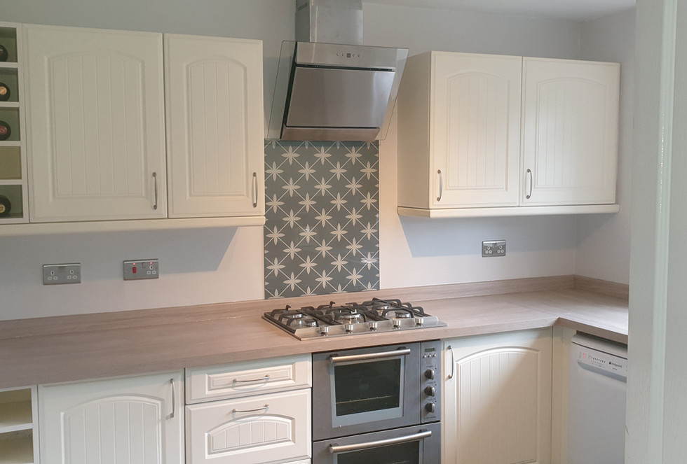 Traditional Kitchen with tiling2