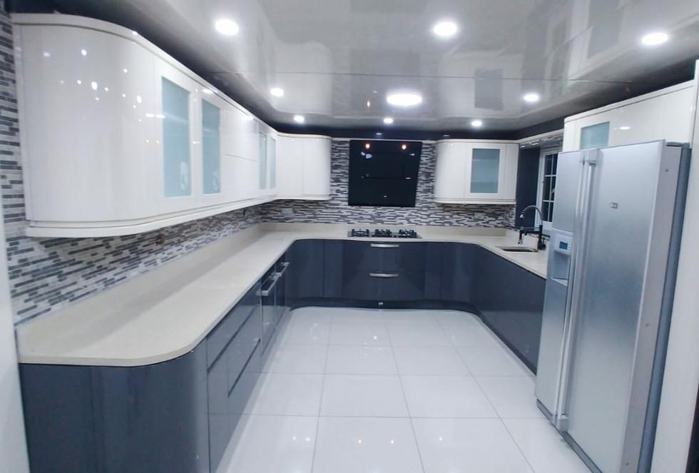 High Gloss Contrast Kitchen.jpg