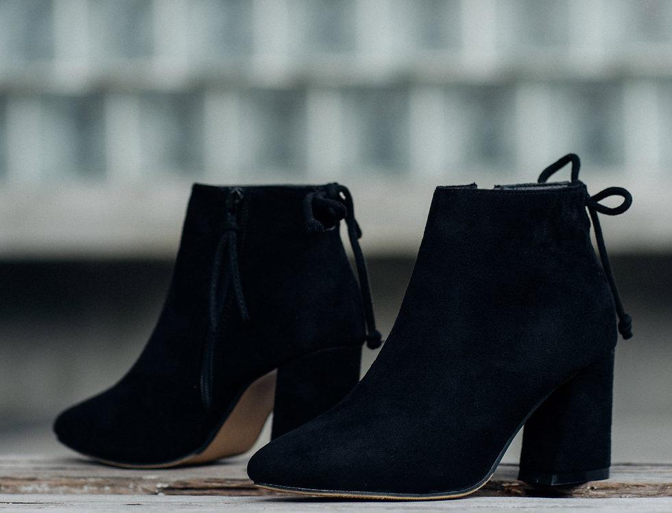 เช่ารองเท้าบูทส้นสูงกำมะหยี่สั้น หญิง รุ่น YEAR | SHAJWBK
