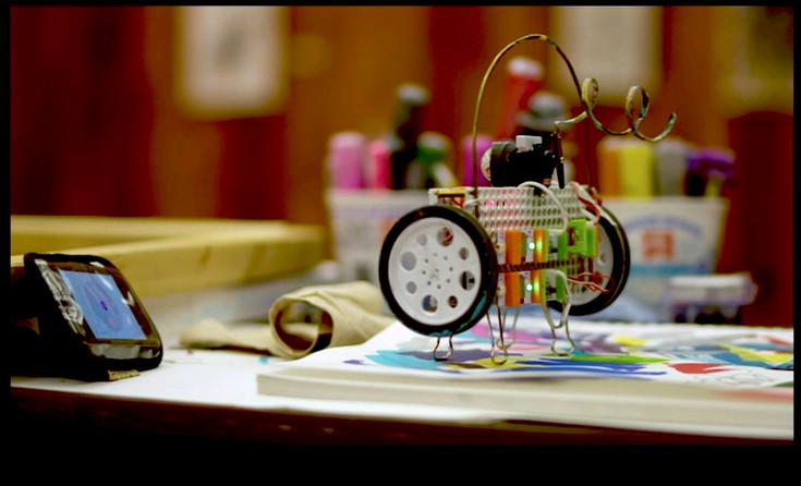Manibus robot video still by Bruce Bales