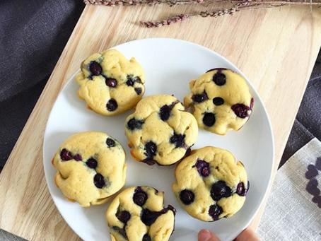 Keto muffins de arándanos