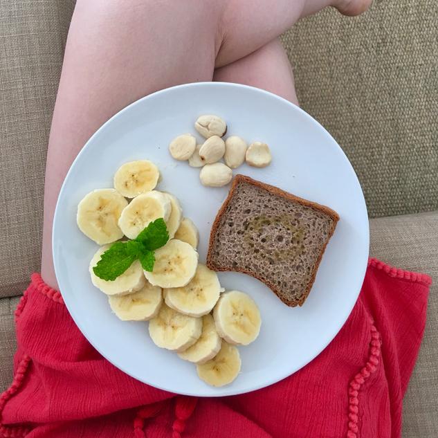 Pan de trigo sarraceno, plátano y almendras