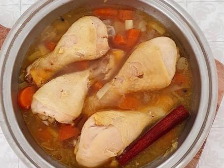 Estofado de pollo con verduras de raíz y canela