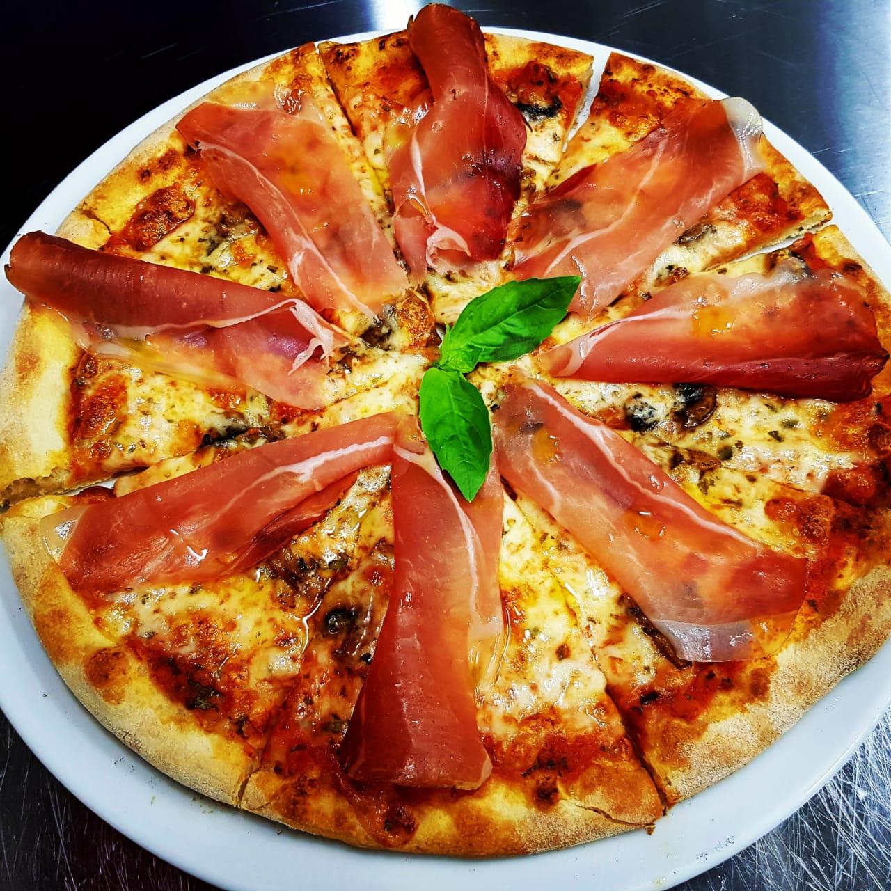 пицца с Пармой  и грибами
