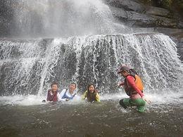 シーカヤックで秘境探検。ナーラの滝カヌーツアー自然体験へ。