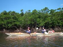 シーカヤック2人乗りのタンデム艇。安定感と推進力に優れ海や長距離の川で活躍します。一時安定性があるので初心者や初めての方でも安心して操船可能。