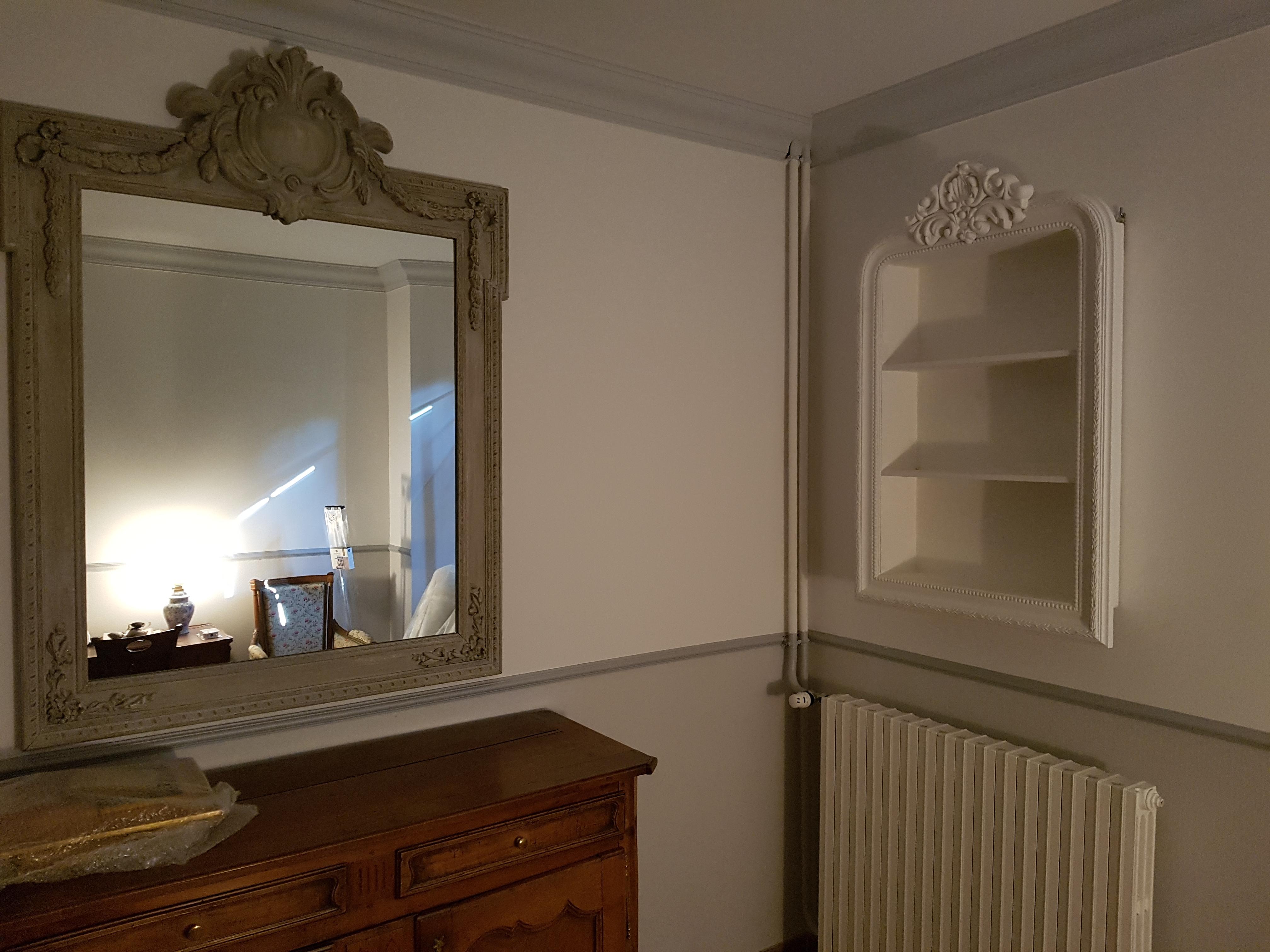 Installation de miroirs et étagères
