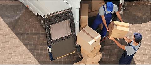 Foto-para-web-subiendo-cajas.jpg