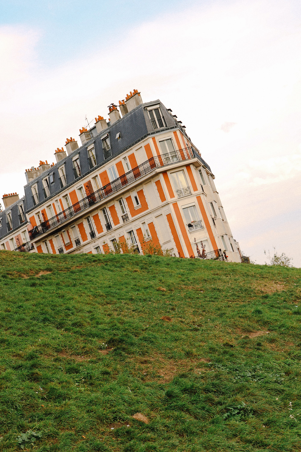Sinking house of Montmartre