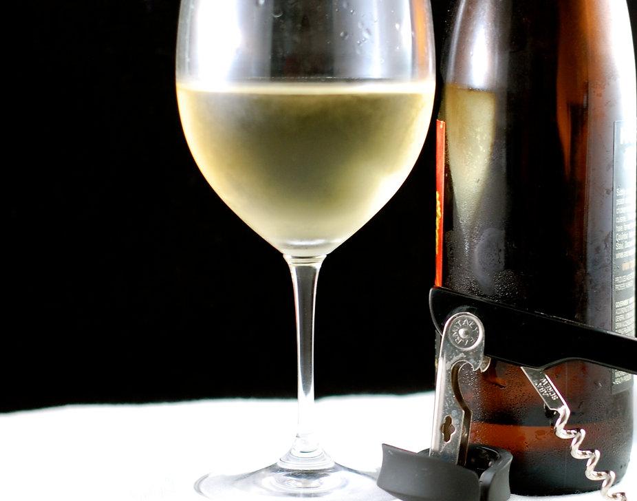 White_Wine_Glass_Bottle.jpg