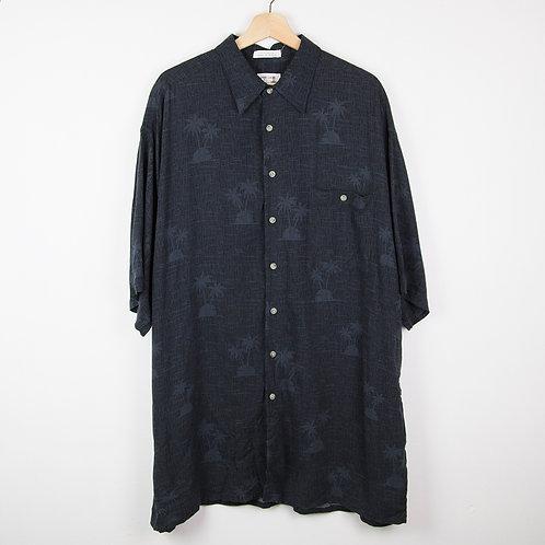 Camisa hawaiana negra detalles. Talla XXL
