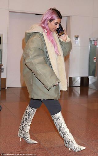 Kardashian Sisters Land in Tokyo