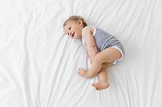 Kleinkind im Bett