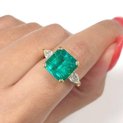 Emerald & Pearshape Diamond Side Stones Ring