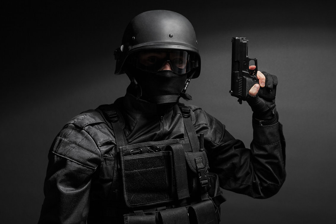 swat-police-officer-with-pistol-PQTRGZG.