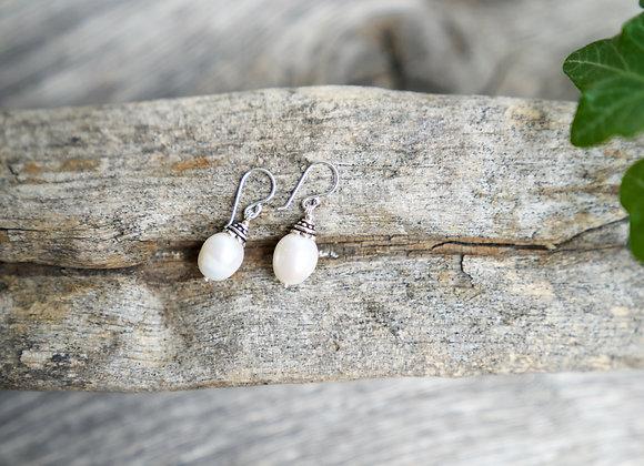 Ohrhänger | Weisse Perle | Dunkles Silber