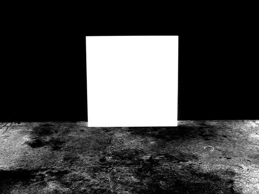 ©Gaëlle Abravanel, Le Carré blanc sur fond noir, série Portrait des Encombrants 2020