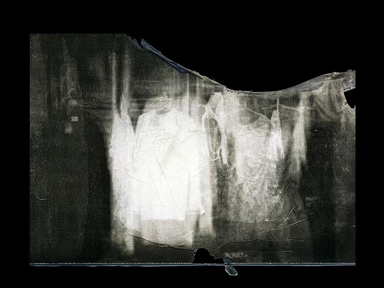 ©Gaëlle Abravanel, Vêtements fantôme, série Ligne de Faille Chap 1-1 2020