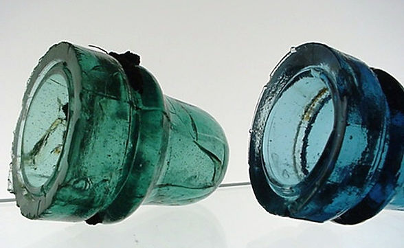 cd 742 threadless insulator