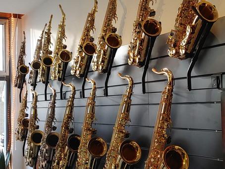 Hoe test ik een saxofoon?