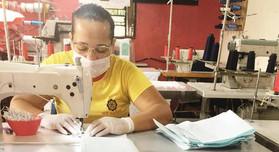 voluntarias-fazem-mascaras-para-hospital