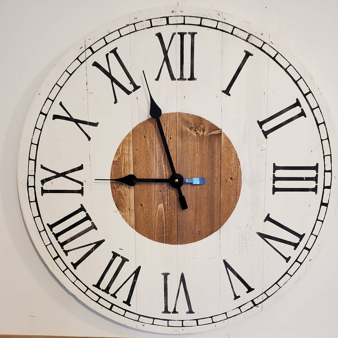 "24"" Pallet Clock, Roman Numerals, Decorative Border"