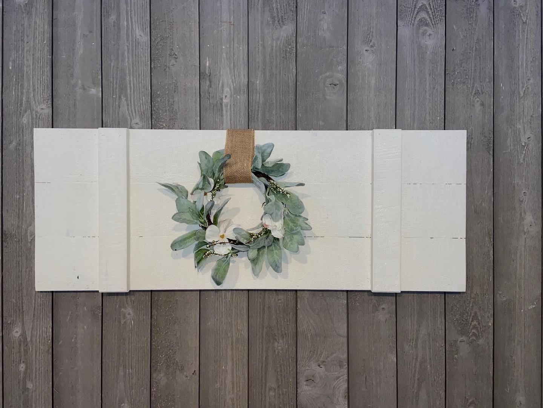 Board w/ Wreath