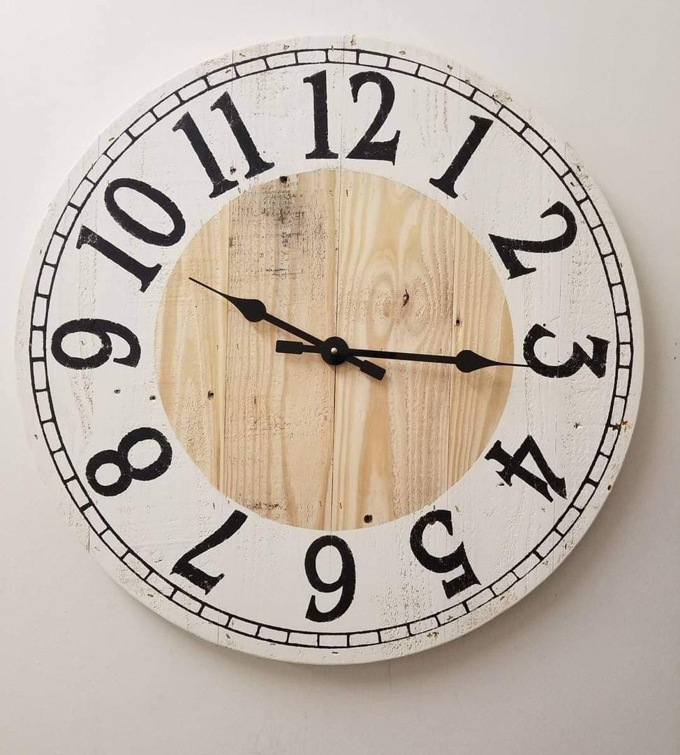 "24"" Pallet Clock, Numbers & Decorative Border"