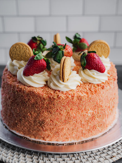 Strawberry Crunch Cheesecake Cake