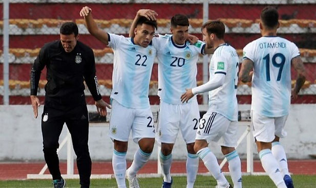 Argentina ganó 2-1 a Bolivia en La Paz y lidera las Eliminatorias Qatar 2022